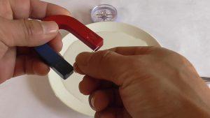 ①針を磁化。水に浮かす。_frame_1