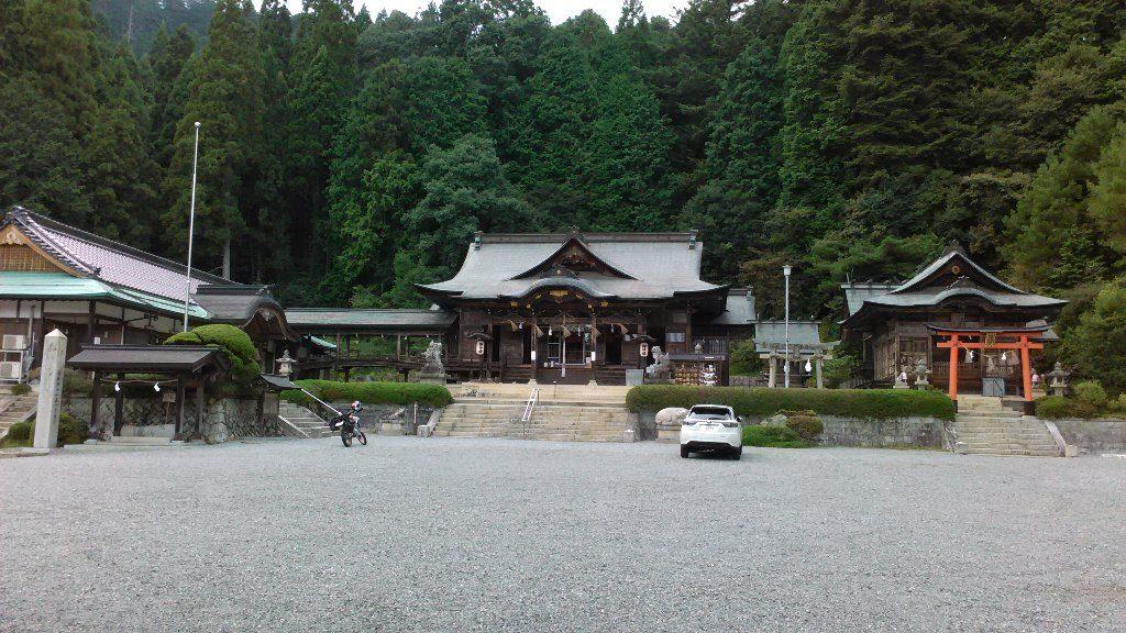 神楽殿から拝殿