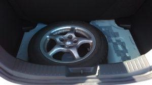 トランク床下のスペアタイヤ