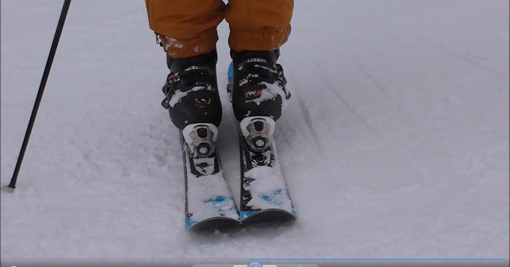 edge flat both-ski エッジ。寝る。両足スキー。アップ。左右反転画像