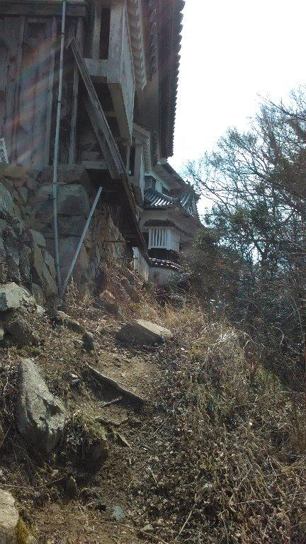 二重櫓。西側の崖
