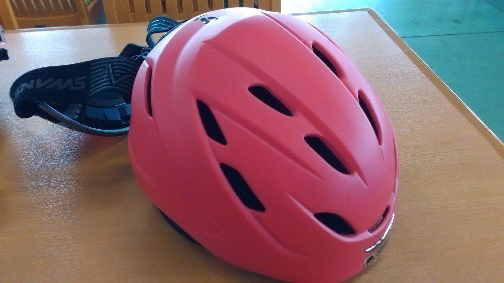 helmet ヘルメット。スキー用