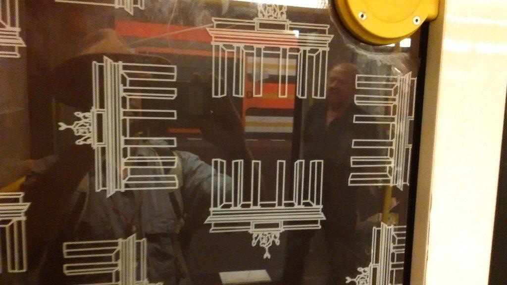地下鉄のブランデンブルク門の絵