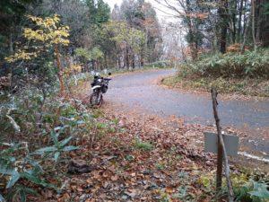 東登山口。バイク
