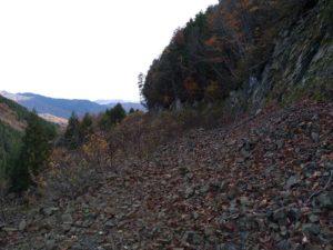 山乗峠。乗幸山への林道入口