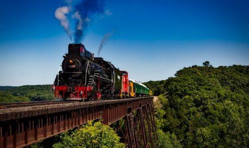 train-1728537_640