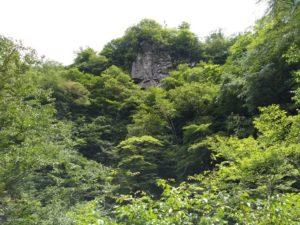 御洞渓谷。崖