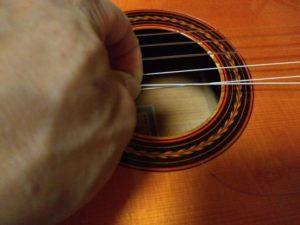 弦を引っ張る2