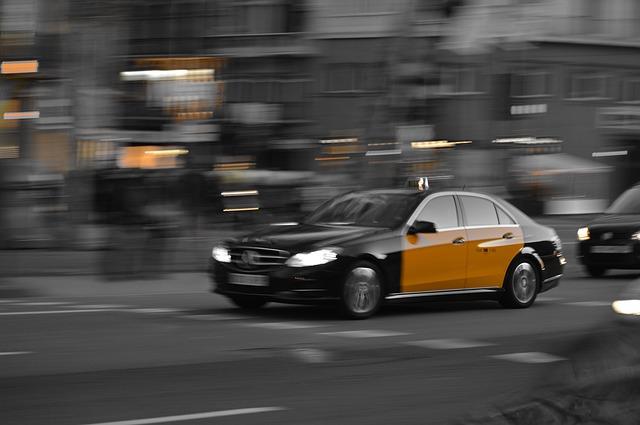 taxi-1681560_640