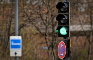traffic-lights-4396736_640