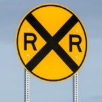 railroad-crossing-sign-1110083_640
