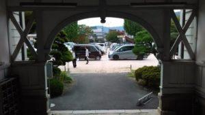 入口。中から外