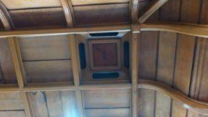 講堂、天井、換気口