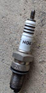 plug プラグ。NGK