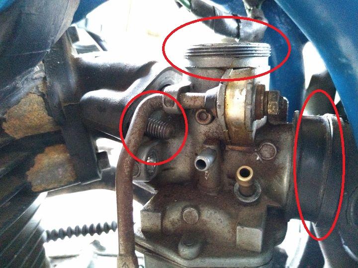 remove cab insulator throttle cable インシュレータ。スロットルワイヤ。エアクリーナーバンド取り外し2